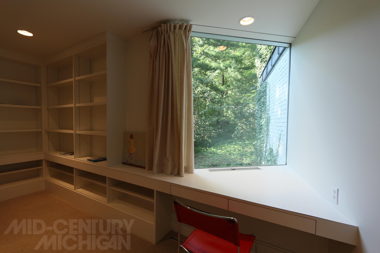 Gunnar birkerts freeman house bedroom bookshelves for Bedroom bookshelves