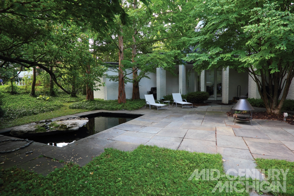 Gunnar Birkerts - Freeman House - Exterior Backyard
