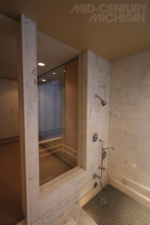 Gunnar Birkerts Freeman House Master Bathroom Shower 01